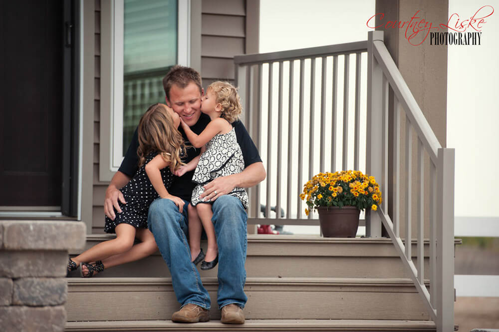 Regina Family Photographer - McCullough Family - Kisses for Daddy
