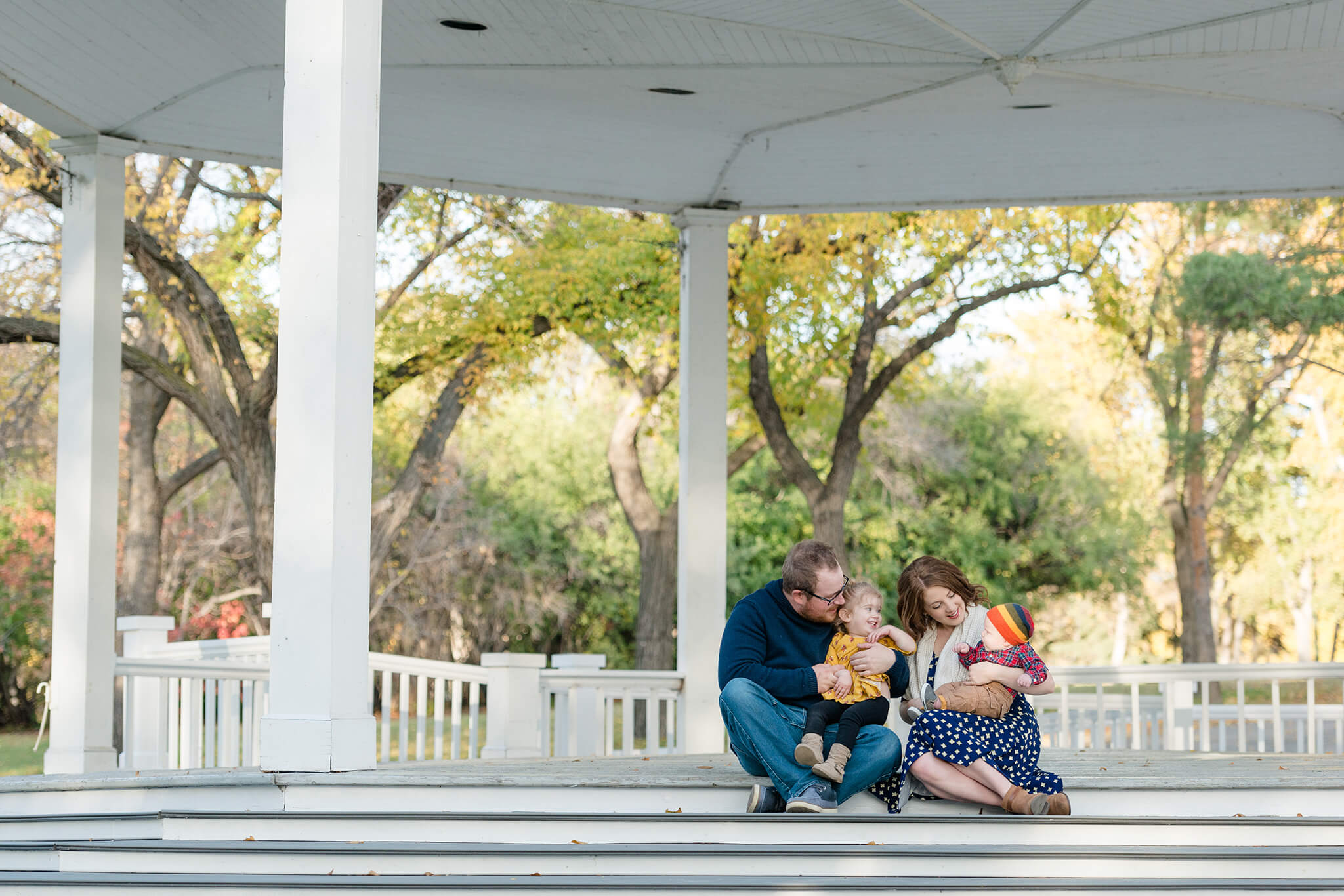 Selinger family in Wascana Park Regina with Courtney Liske Photography