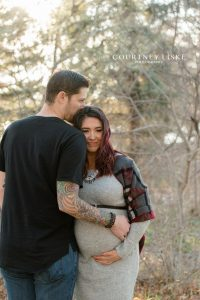 Husband and wife in Wascana Park Regina for maternity session