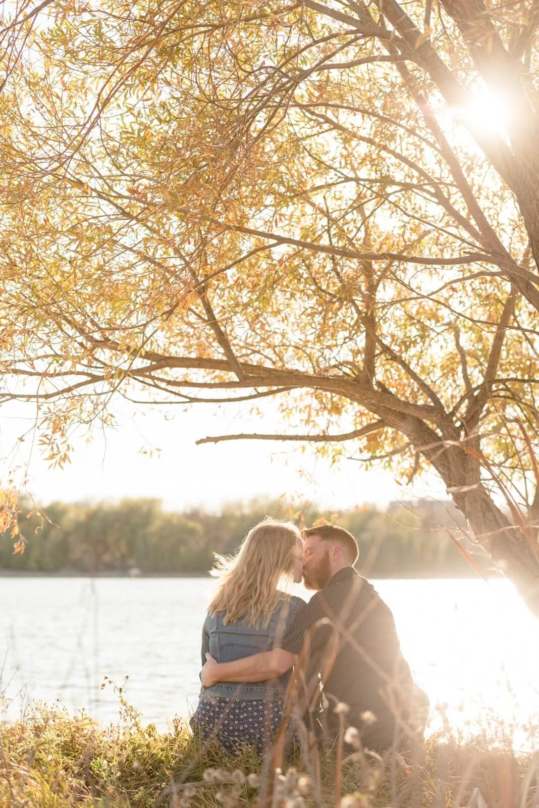Regina Engagement Photography - Andy-Laura - Wascana Park Kiss