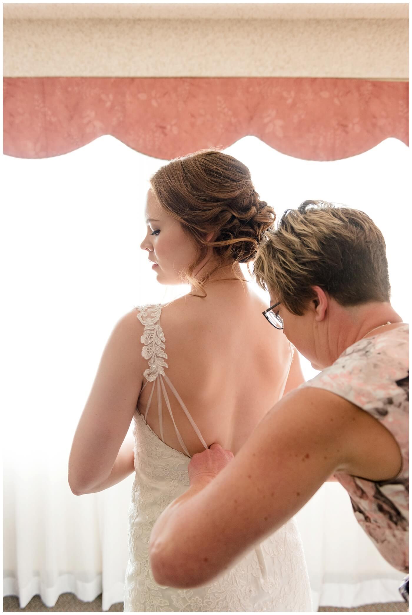Regina Wedding Photographer - Gord-Mackenzie - Bridal Prep - Regina Ramada Plaza Hotel