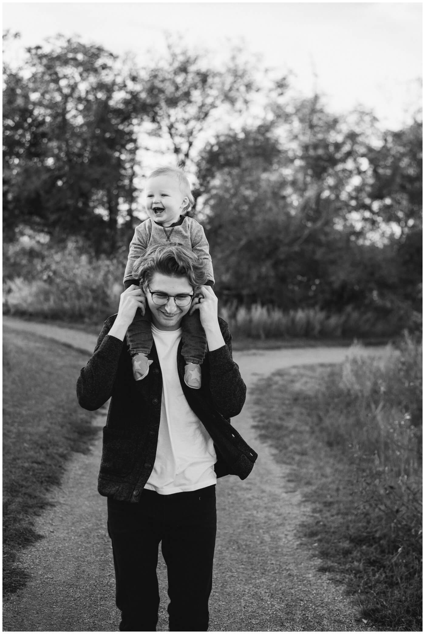Regina-Family-Photography-McFie-family-009-Laughing-on-dads-shoulders