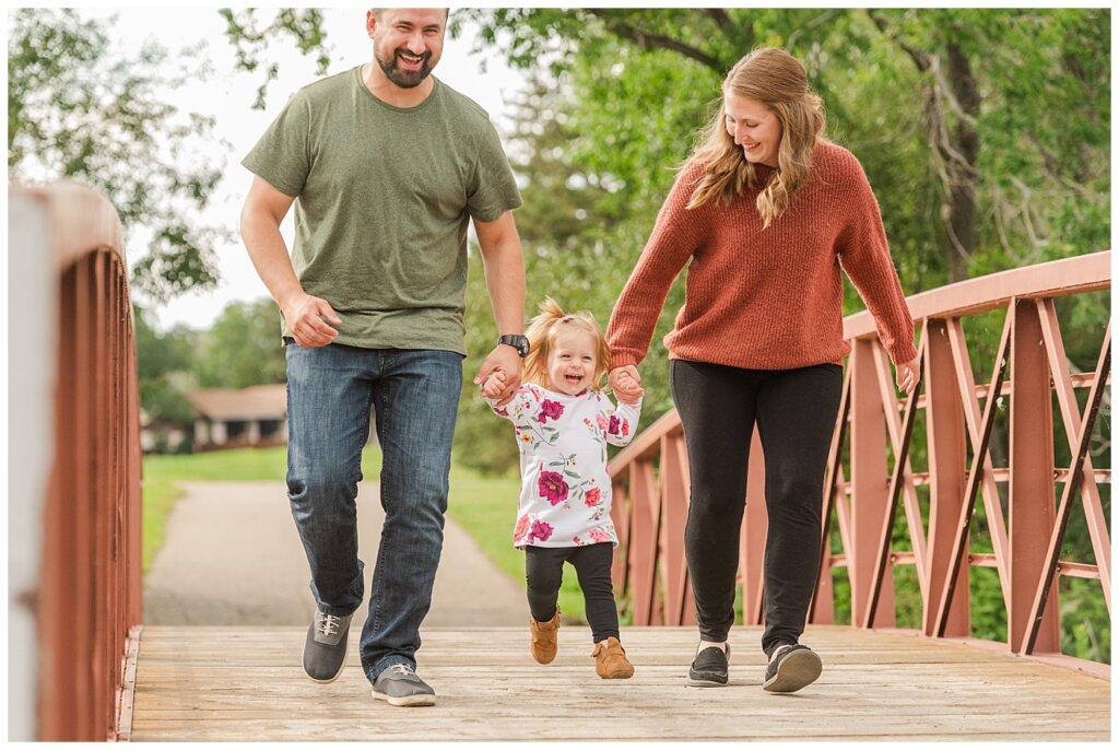 Eyre Family 2021 - AE Wilson Park - Family Photo Shoot - 01 - Family walks across the bridge