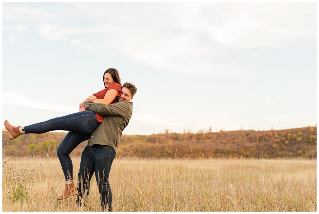 Tris & Jana - Engagement Session - Wascana Trails - 05 - Kidnapping with Love